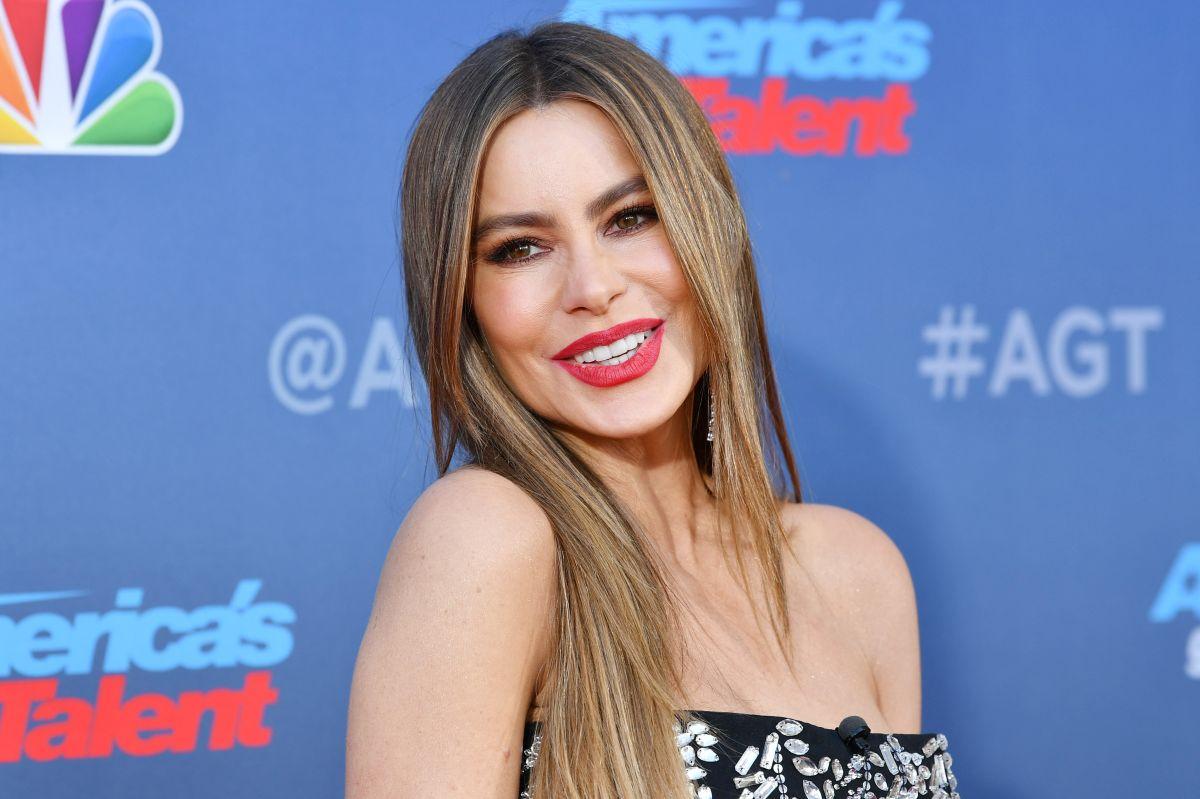 Sofía Vergara se mantiene activa en las redes sociales, compartiendo fotografías y mensajes con sus fans.