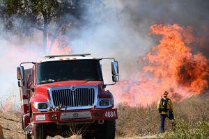 Incendio al norte de California amenaza una red de granjas de marihuana