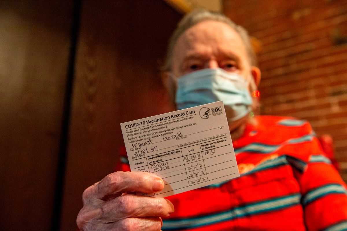 Con el nuevo registro digital ya no será necesario cargar la cartilla de vacunación del COVID-19.