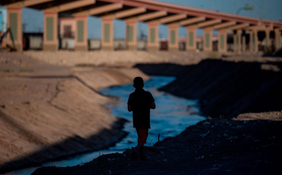 Niño es abandonado en El Paso, Estados Unidos.