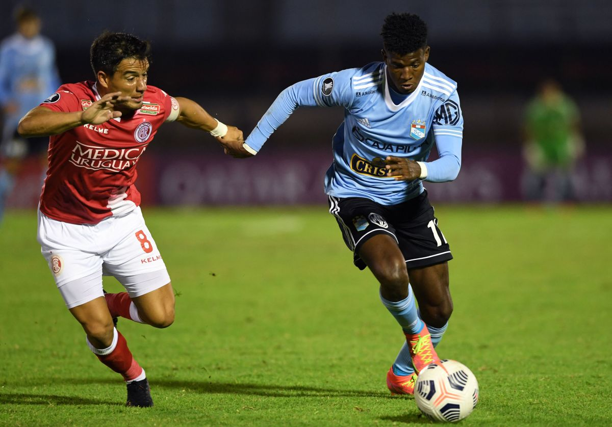El extremo representó a Ecuador en las categorías juveniles.