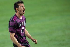 Uno más a la lista: Napoli habría recibido una oferta del Sevilla por Hirving Lozano