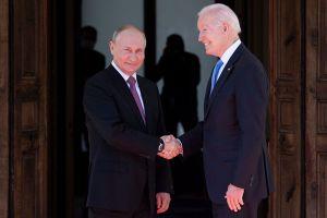 """Joe Biden y Vladimir Putin: las imágenes del tan esperado encuentro """"cara a cara"""" en Ginebra, Suiza"""