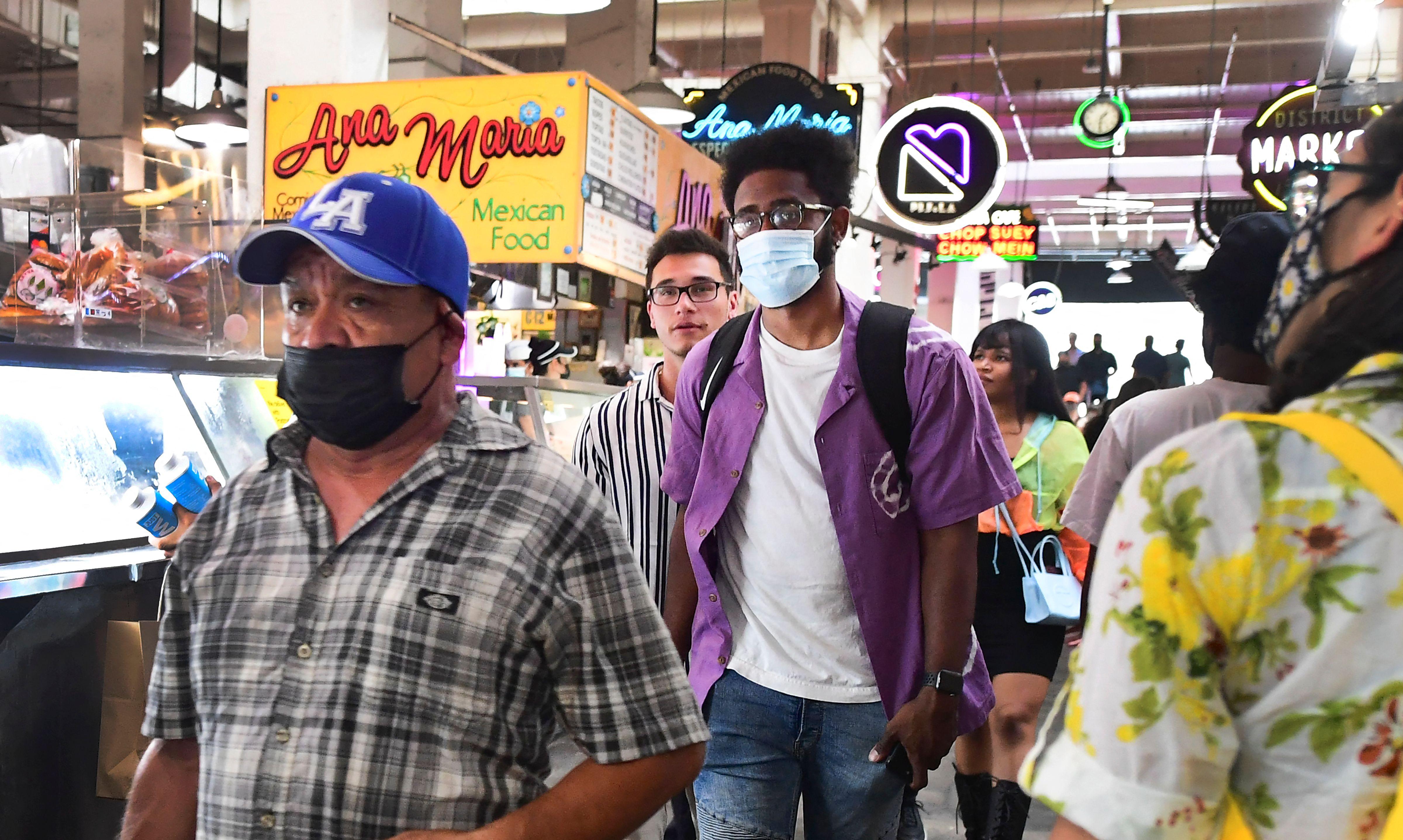 Condado de Los Ángeles pide volver a la mascarilla en lugares cerrados por variante nueva de coronavirus