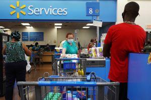 Walmart regala 740,000 celulares Samsung a sus empleados en todo el país