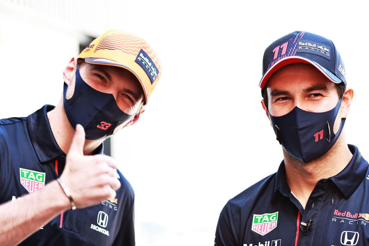 """Espero que renueve y siga conmigo"": Verstappen elogia a Checo Pérez"