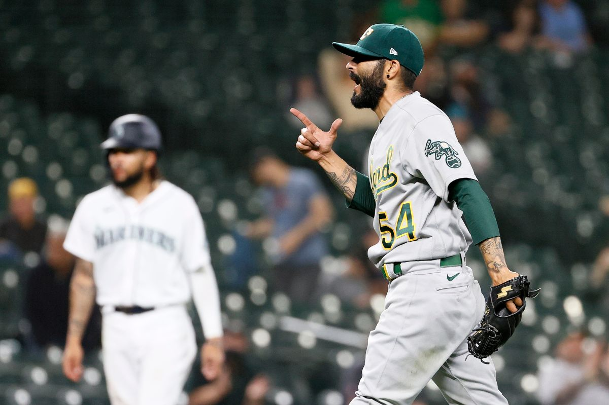 """Mensaje para MLB: Sergio Romo explotó y bajó su pantalón en pleno estadio por una revisión de """"sustancias indebidas"""""""