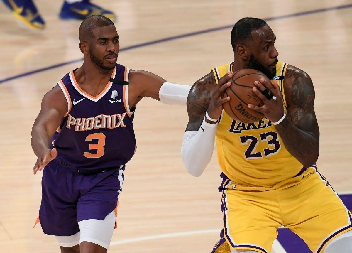 LeBron James (der.) cayó frente a su gran amigo Chris Paul (izq.), líder de los Suns.