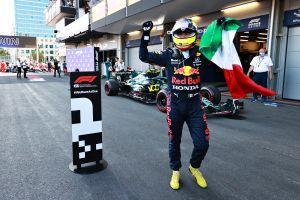Checo Pérez derrota a Lewis Hamilton y gana un espeluznante Gran Premio de Azerbaiyán