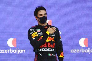 """La felicidad del """"Checo"""" Pérez al escuchar el himno de México en el podio del GP de Azerbaiyán"""