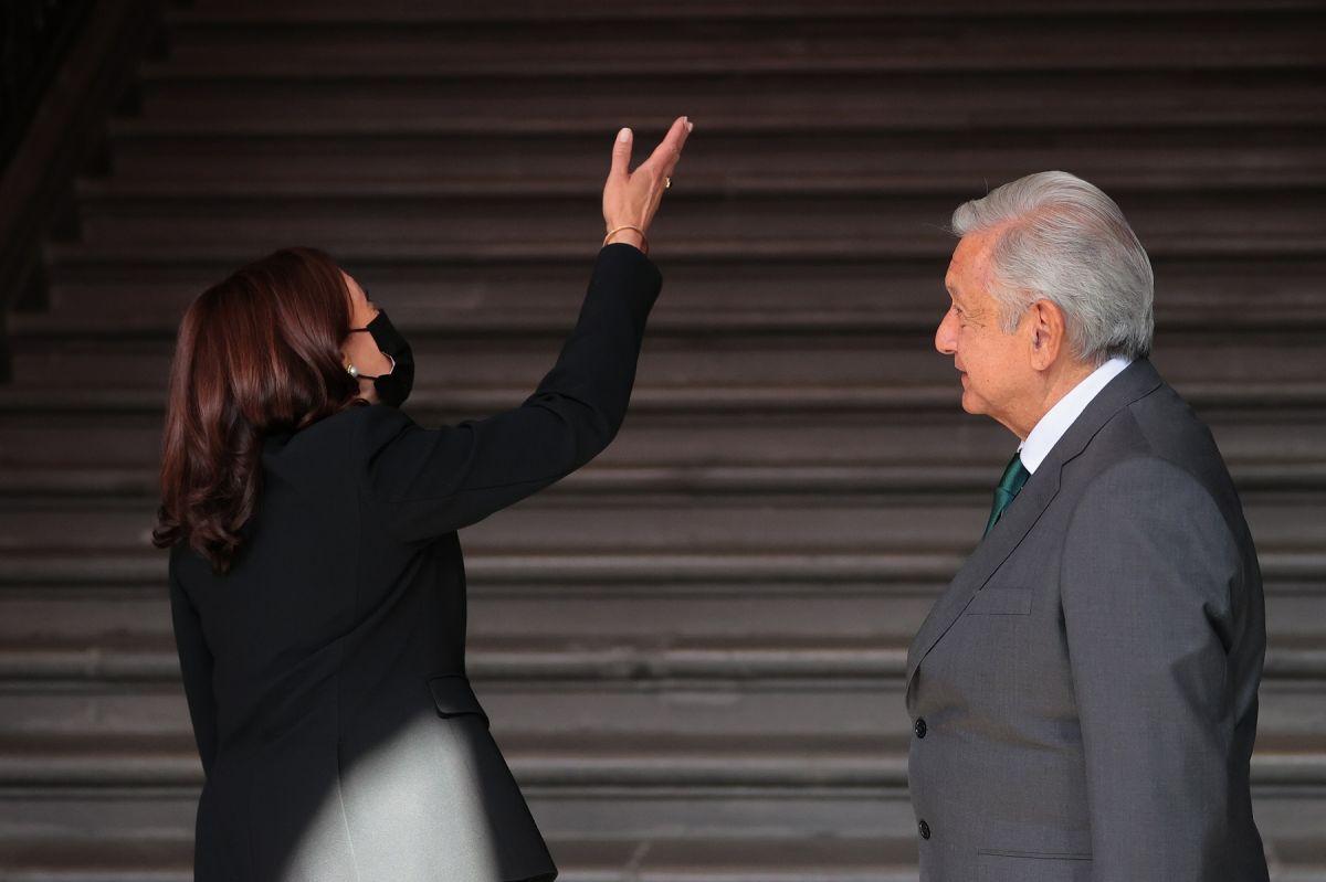 AMLO le cambia el nombre a la vicepresidenta Kamala Harris y la llama ¡Kabala!