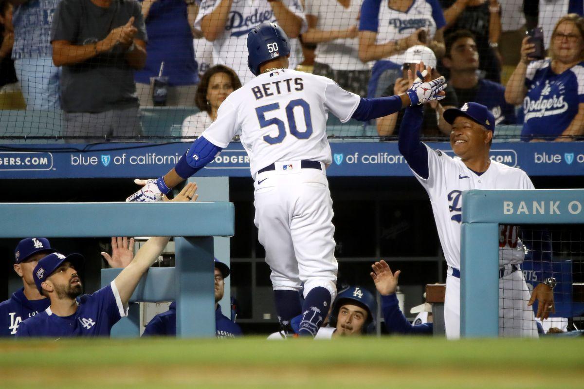 Más de 52,000 personas llegaron el martes para apoyar a los Dodgers, y una de ellas hizo la gran atrapada del juego