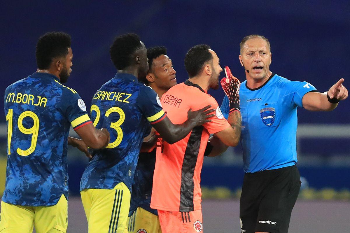 """Colombia exige """"suspensión inmediata"""" de los árbitros del partido contra Brasil"""
