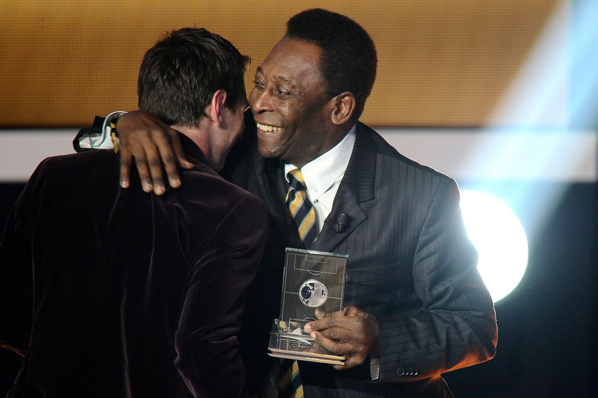 """Pelé felicitó a Messi por su cumpleaños y le pidió que siga """"haciendo sonreir al fútbol"""""""