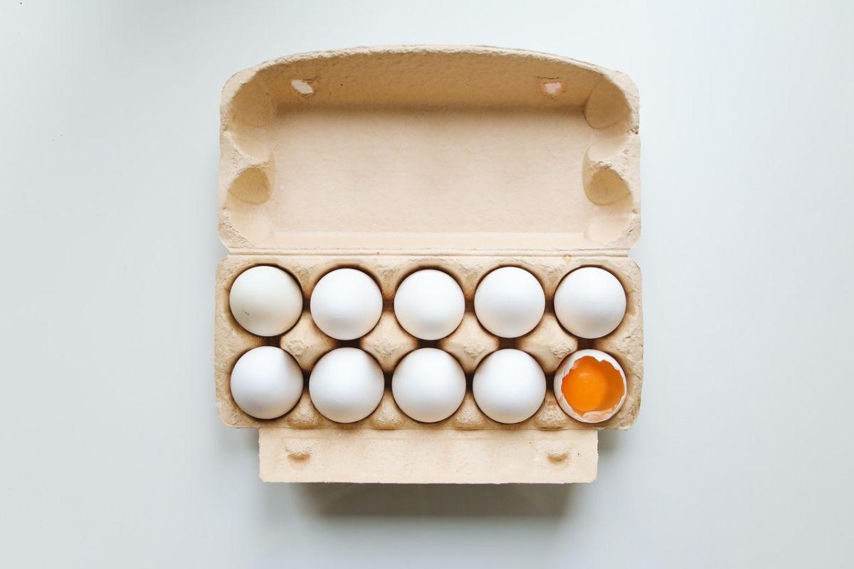 Los huevos viejos o podridos tienen un ligero olor sulfúrico.