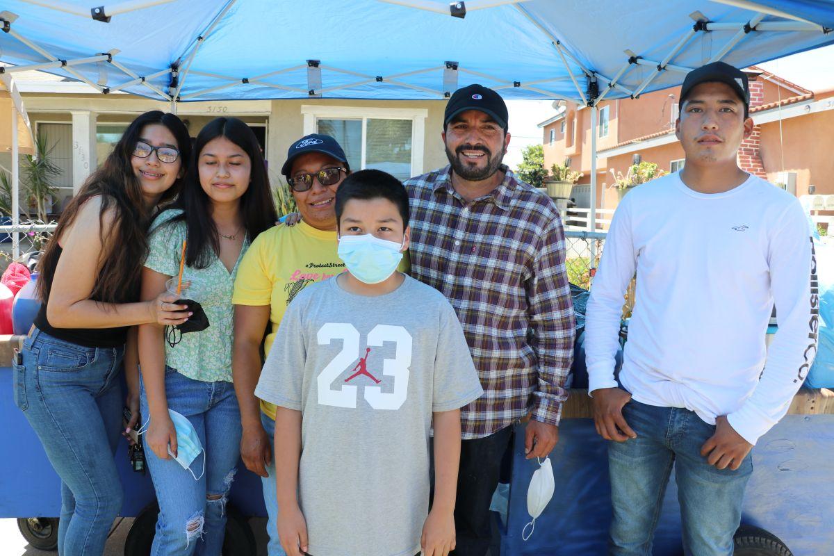 Comunidad latina respalda a vendedora ambulante atacada en Lynwood