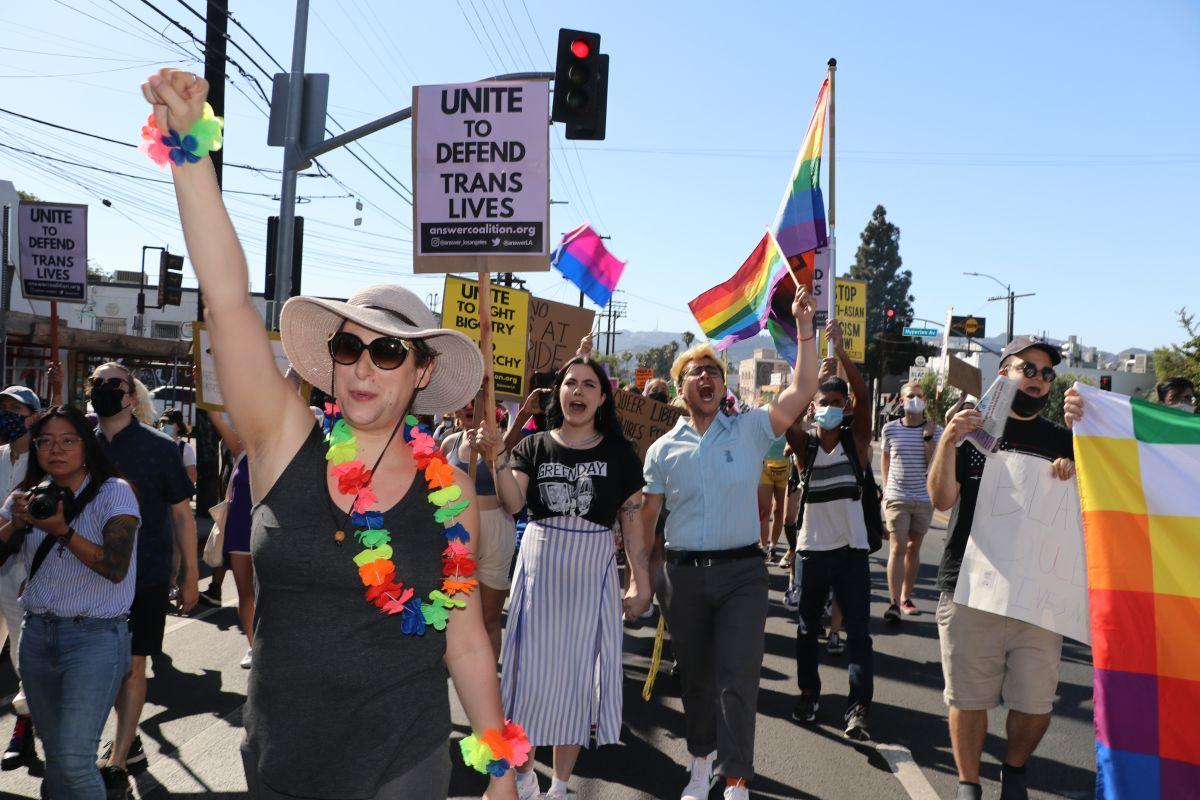 Jessica Hogan clama por los derechos de la comunidad LGBTQ.