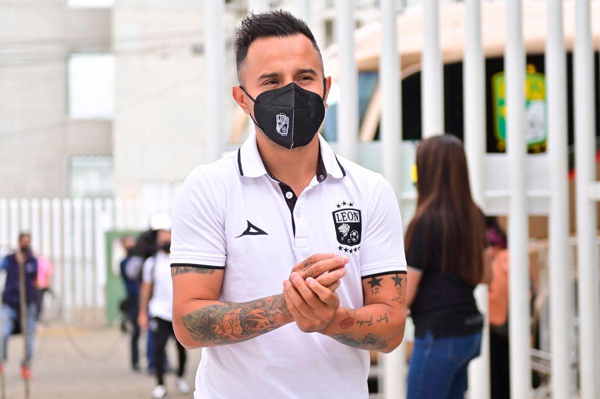 Futbolista del León es denunciado por organizar fiestas a altas horas de la noche