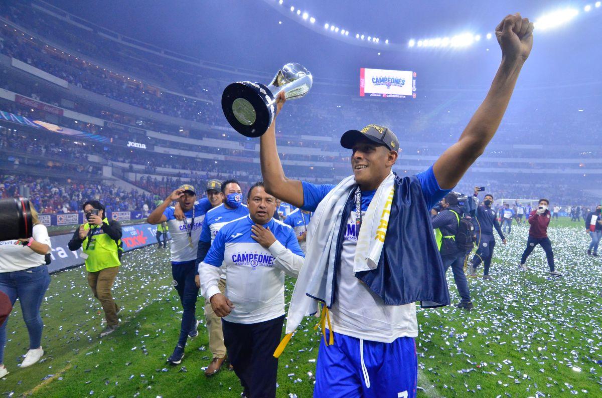 El futbolista fue galardonado con el premio al mejor jugador del torneo mexicano.