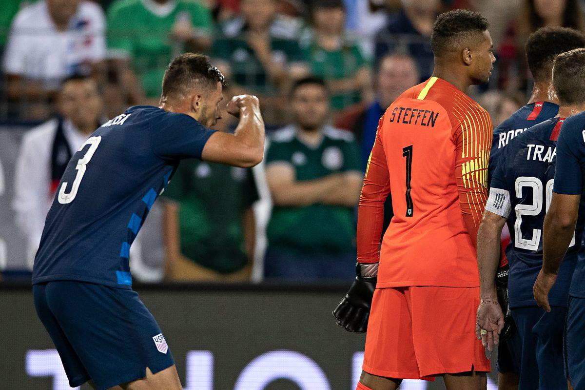 El futbolista se burló de la estatura del delantero del Real Betis.