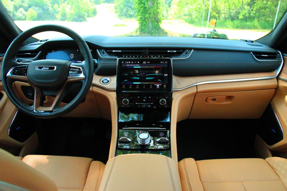 Foto del interior del Jeep Grand Cherokee L 2021