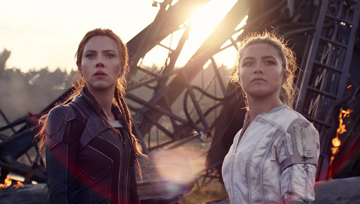 Scarlett Johansson y Florence Pugh en una escena de Black Widow.