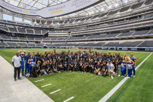 Anuncian a 56 organizaciones comunitarias de Los Ángeles que recibirán apoyos en el camino al Super Bowl LVI en SoFi Stadium
