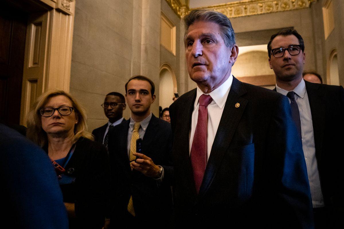 Joe Manchin y Mitt Romney anuncian acuerdo del Senado sobre el plan de infraestructura de Biden