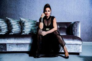 """Melina León se une al pianista Arthur Hanlon para llevar un mensaje """"Predecible"""""""