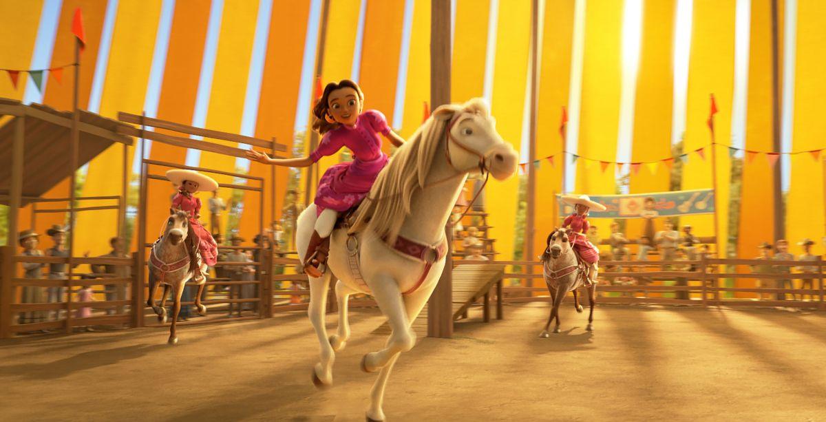 Milagro, la madre de Lucky, es una jinete de acrobacias a quien pone voz Eiza González.