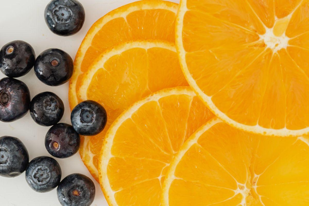 Naranja y arándanos
