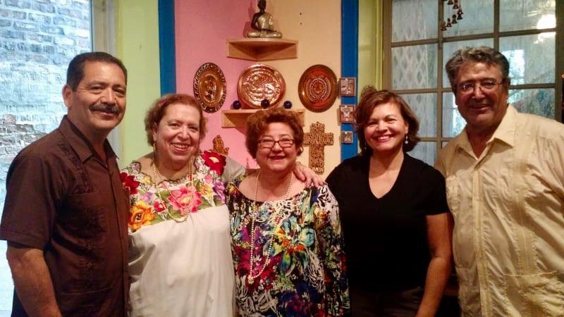 Al centro Nora Oranday con el senador estadounidense de origen mexicano Chuy García