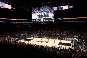 Video: brutal pelea entre fanáticos de LA Clippers y Phoenix para inaugurar las Finales de la Conferencia Oeste de la NBA