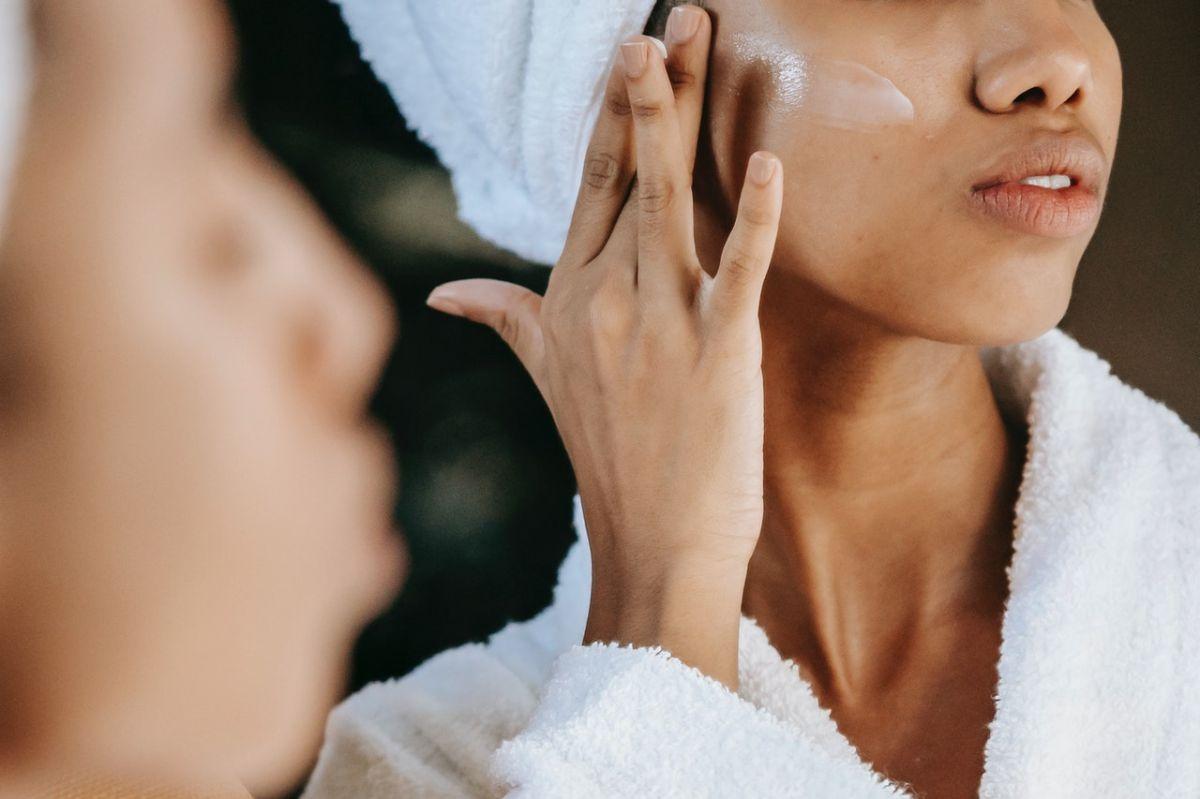 El alto consumo de azúcar añadido contribuye al envejecimiento prematuro de la piel.