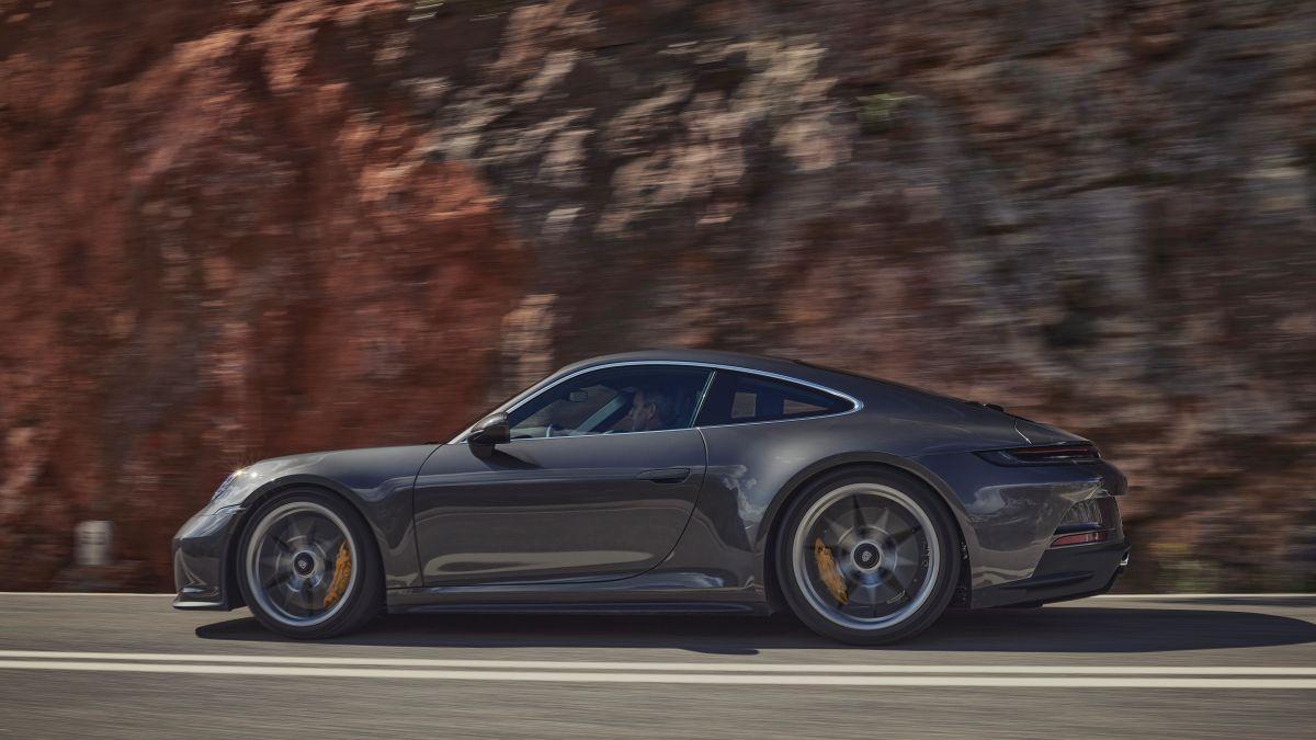 Foto lateral del nuevo Porsche 911 GT3 2022