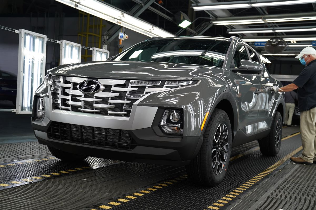 Foto de la Santa Cruz de Hyundai en plena línea de producción