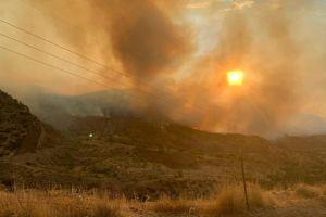 Dos incendios forestales han devorado más de 100,000 acres en Arizona y aún están creciendo