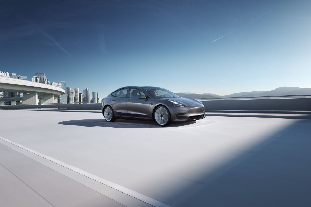 Completamente eléctrico, el Model 3 de Tesla se ha convertido recientemente en el auto que más se fabrica en Estados Unidos, según otro estudio.