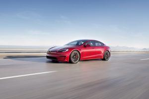 Tesla Model S Plaid aumenta su velocidad con ruedas más grandes, pero disminuye el rango de alcance de su batería