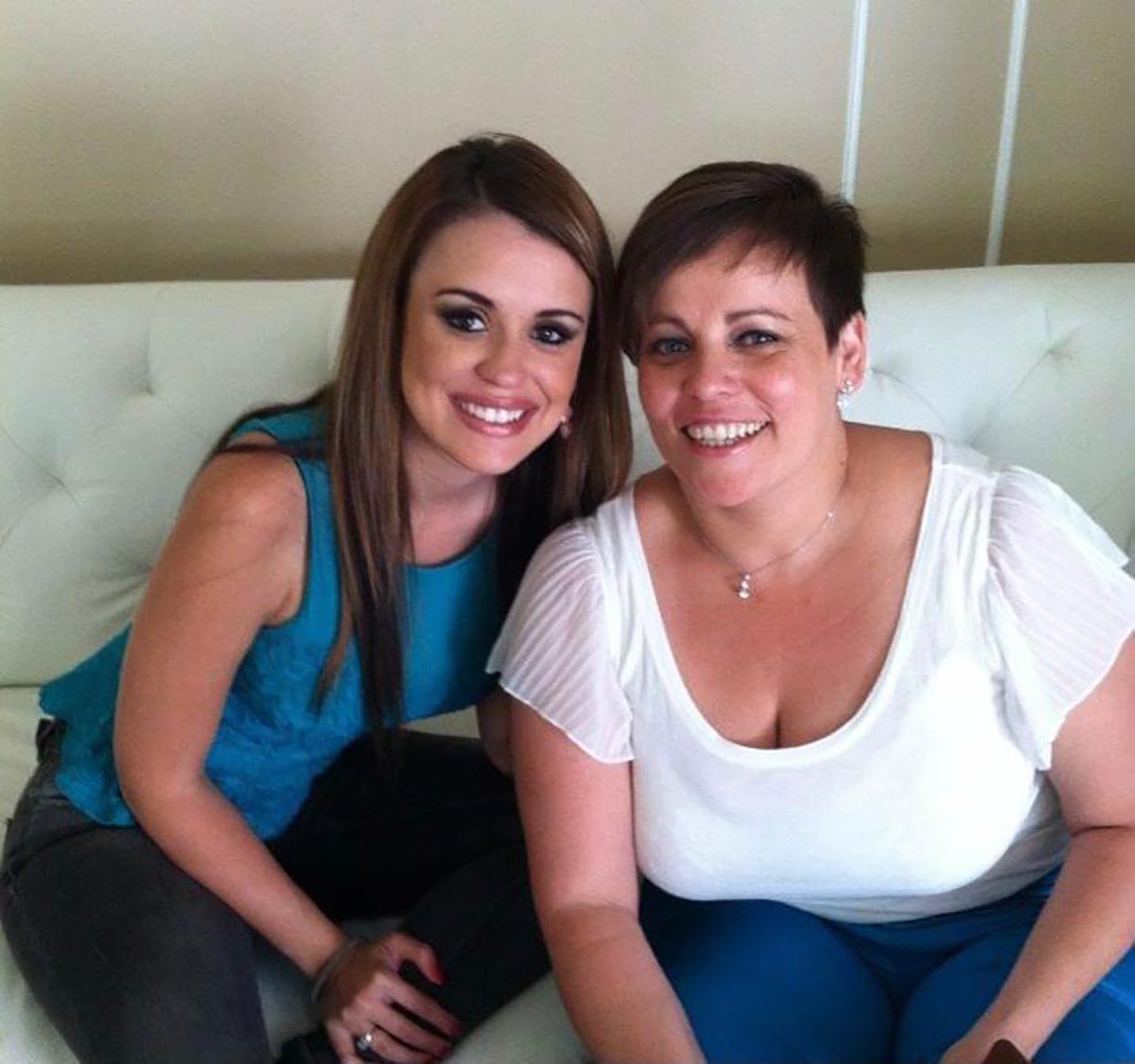 Carolina Sarassa junto a su hermana Sandra