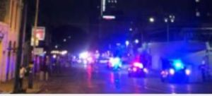 Tiroteo masivo en la popular zona de 6th Street en Austin deja 13 personas baleadas; el tirador no ha sido arrestado