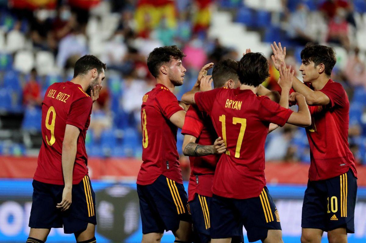 Los jugadores de la selección española sub21 sustituyeron a la absoluta en el partido contra Lituania, por el positivo en Covid de Sergio Busquets.