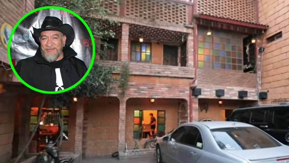 Carlos Trejo lleva varias décadas viviendo en una casa 'embrujada'.