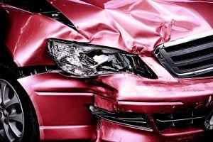 Niñas de 9 y 4 años roban auto de sus padres y protagonizan accidente en carretera