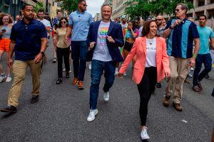 Kamala Harris participó en la marcha por el orgullo LGBTQ+ en Washington