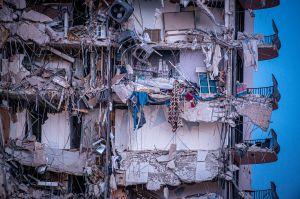 Un estudio indica que el edificio derrumbado en Miami se estaba hundiendo lentamente desde la década de 1990