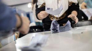 """La """"batalla de Santiago"""": qué se vota este domingo en Chile (y por qué es importante de cara a la elección presidencial)"""