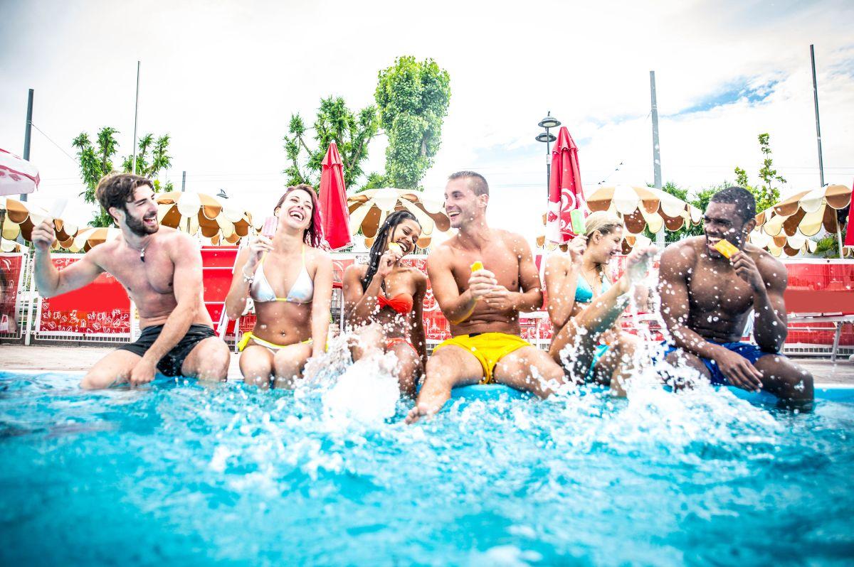 6 productos que debes tener si quieres hacer una fiesta en la piscina de tu casa