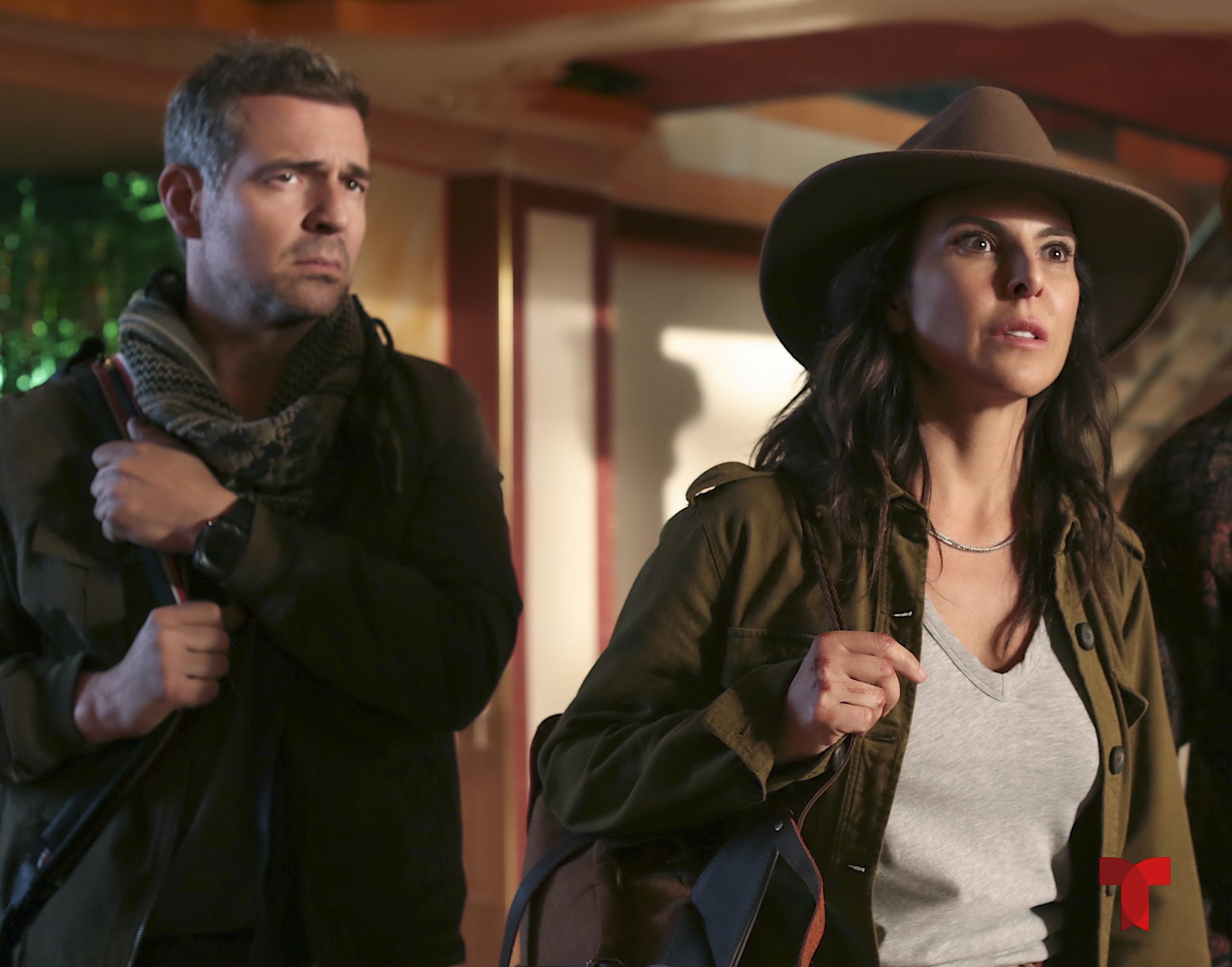 Pêpê Rapazote y Kate del Castillo en escena de 'La Reina del Sur 3'.