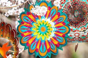 Variedad de productos y prendas con mandalas para atraer la paz y armonía a tu vida